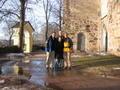 Před kostelíkem