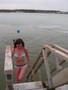 Zuzana jde z vody